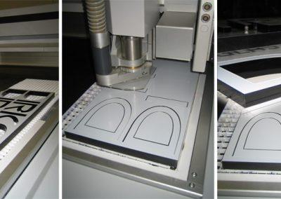 Laserschneiden von Acrylbuchstaben. Wir verarbeiten Acrylglas XT oder Acrylglas GS in verschiedenen Materialstärken. Beim Laserschneiden von Acryl entsteht in einem Arbeitsgang eine polierte Schnittkante – ohne Nachbearbeitung
