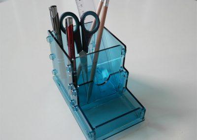 Büromaterial aus Acrylglas. Wir verarbeiten Acrylglas XT oder Acrylglas GS in verschiedenen Materialstärken. Beim Laserschneiden von Acryl entsteht in einem Arbeitsgang eine polierte Schnittkante – ohne Nachbearbeitung