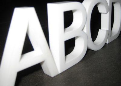Acrylglas XT oder Acrylglas GS in verschiedenen Materialstärken