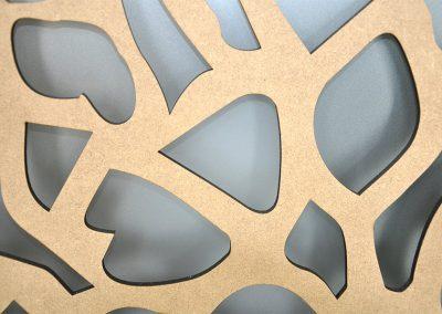 Dekorative Raumteiler- Ausschnitt aus Holz (MFD)